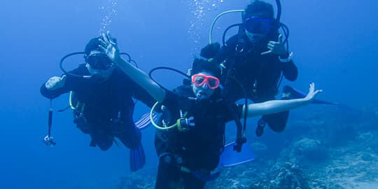 A PADI Open Water Student doing her first open water dive