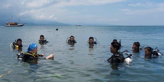 Students being taught diving in Manado Bay